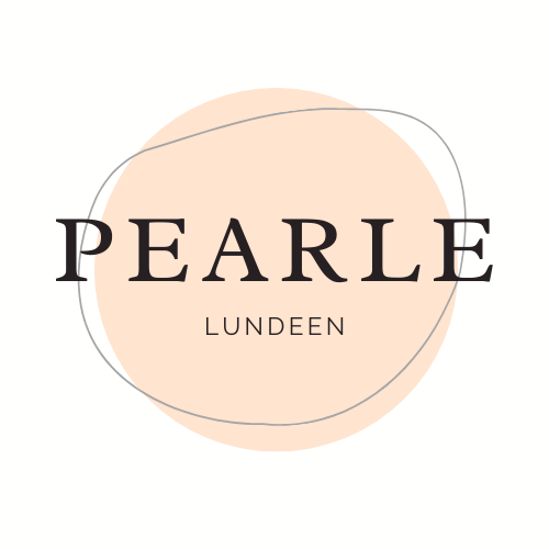 Large light pink circle with the name Pearle Lundeen in big letters at the centre. It's supposed to look like a flat, stylized pearl.